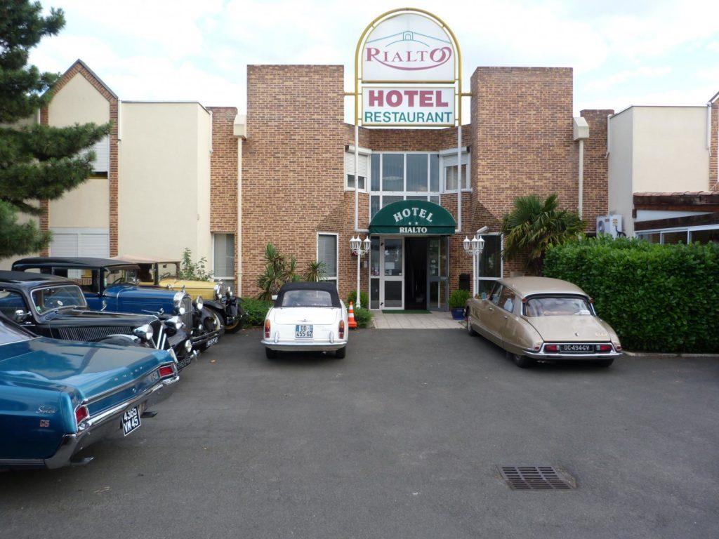 voiture-ancienne-hotel